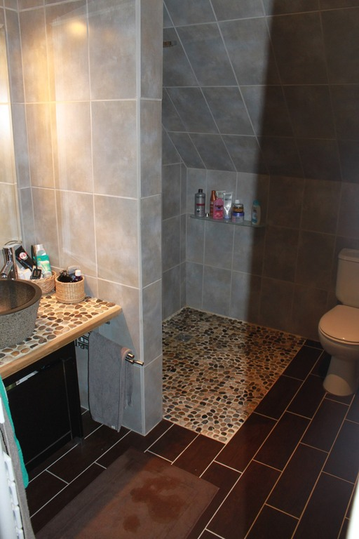 Small bathroom with italian shower