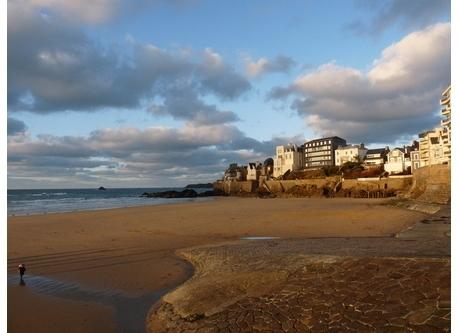 la plage du sillon à 10 min à  pied de chez nous