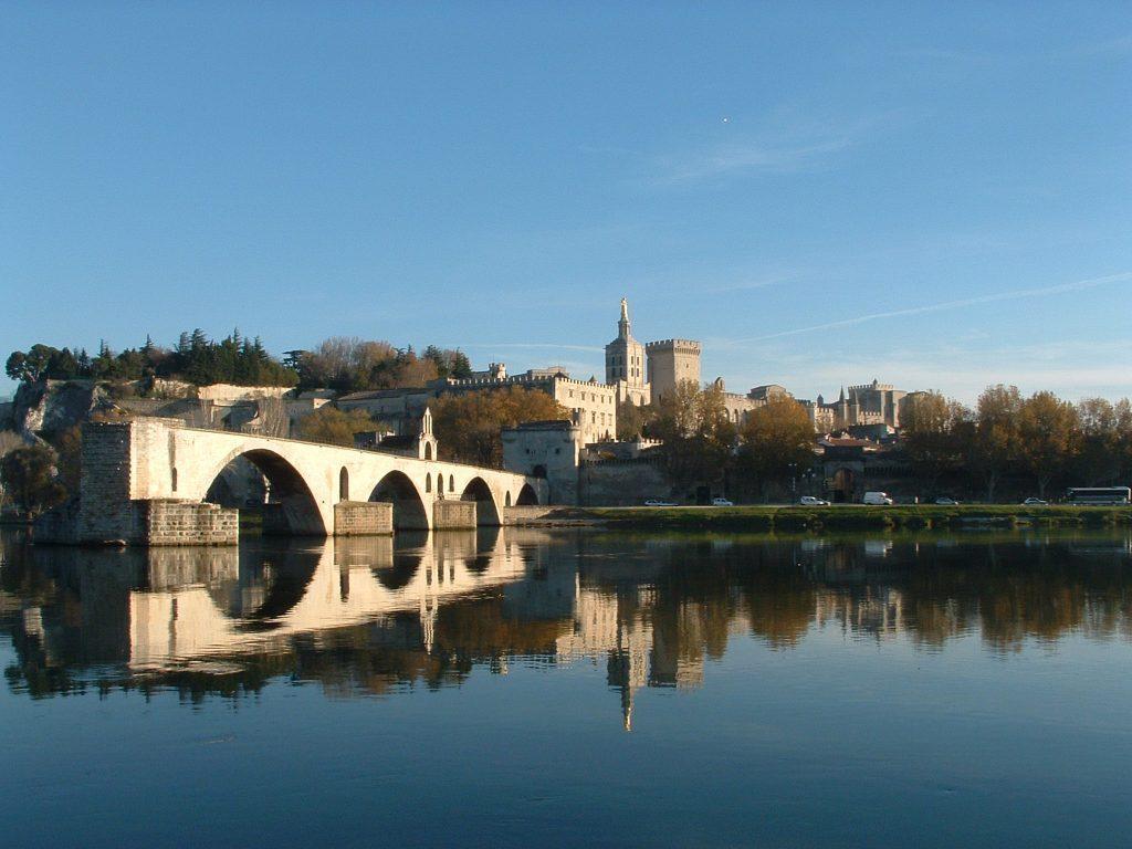 Avignon (55 min.)