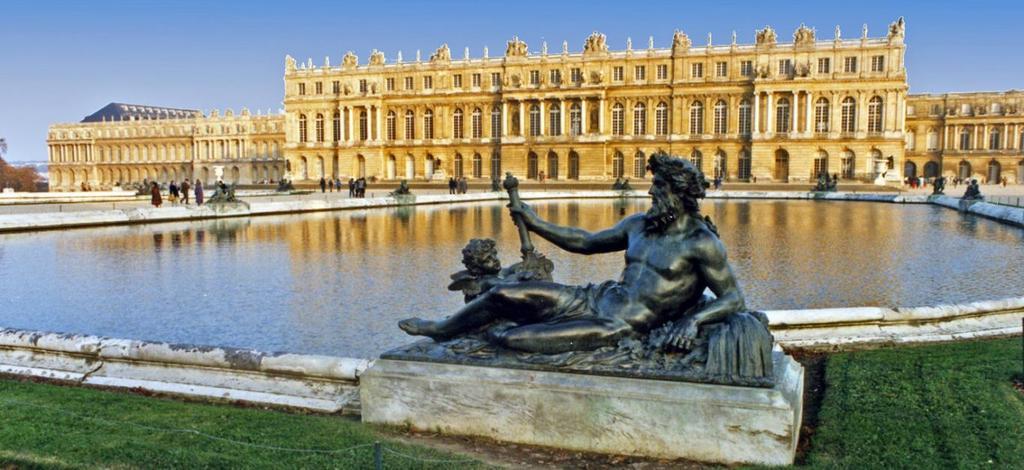Versailles Castel 55 min drive