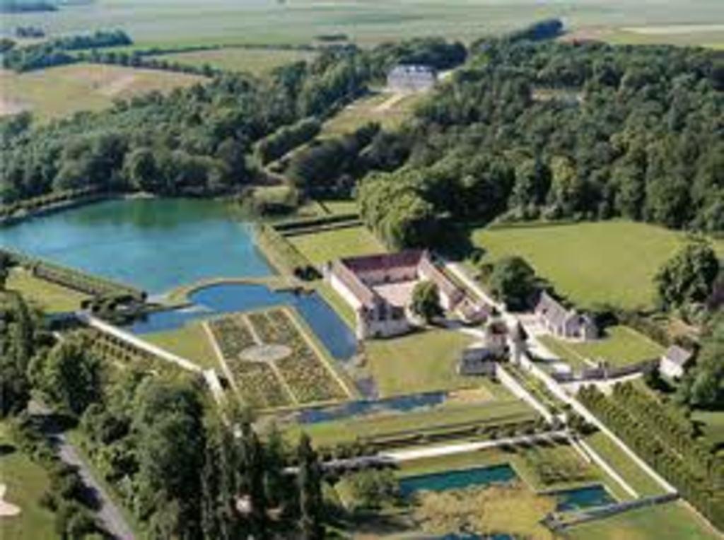 Domaine of Villarceaux 15 min drive