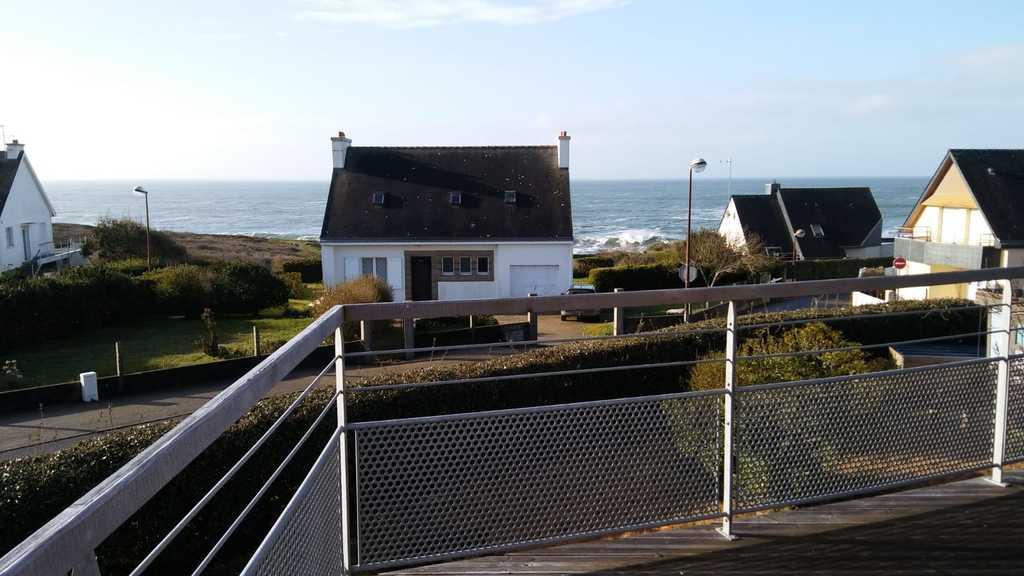 Côté terrasse Est, abrité des vents d'Ouest