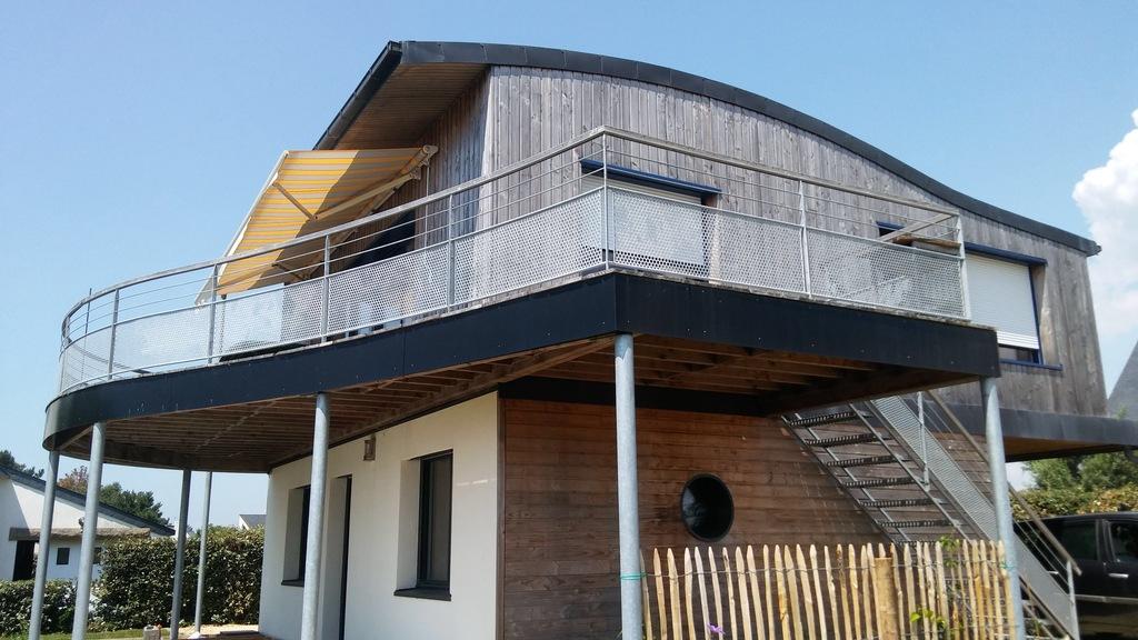 Maison avec sa terrasse vue mer...
