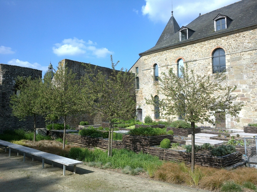 Mayenne (37 km), le château