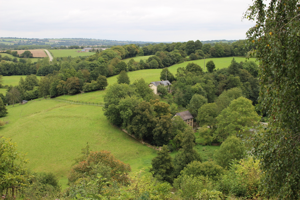 Paysage de bocage, vu des remparts du château.