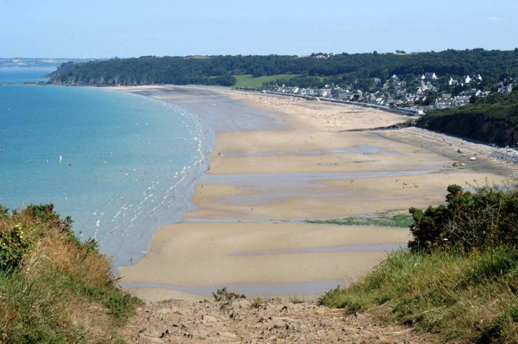 beach : Les Rosaires, 2 kms from house