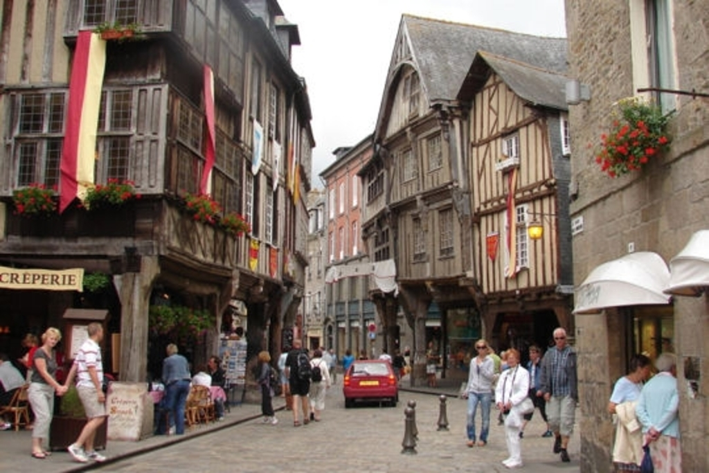 Dinan, 45 mns from house