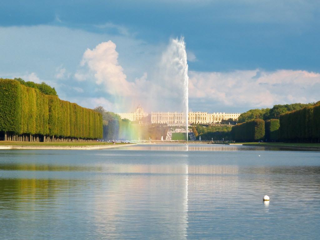 Château de Versailles (10 min)  http://www.jeanclaudelafarge.fr/chateau-versailles-parc-jardin.html