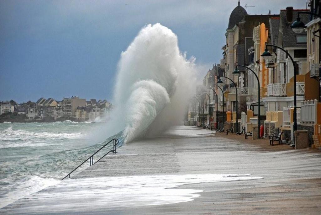 High tide St Malo