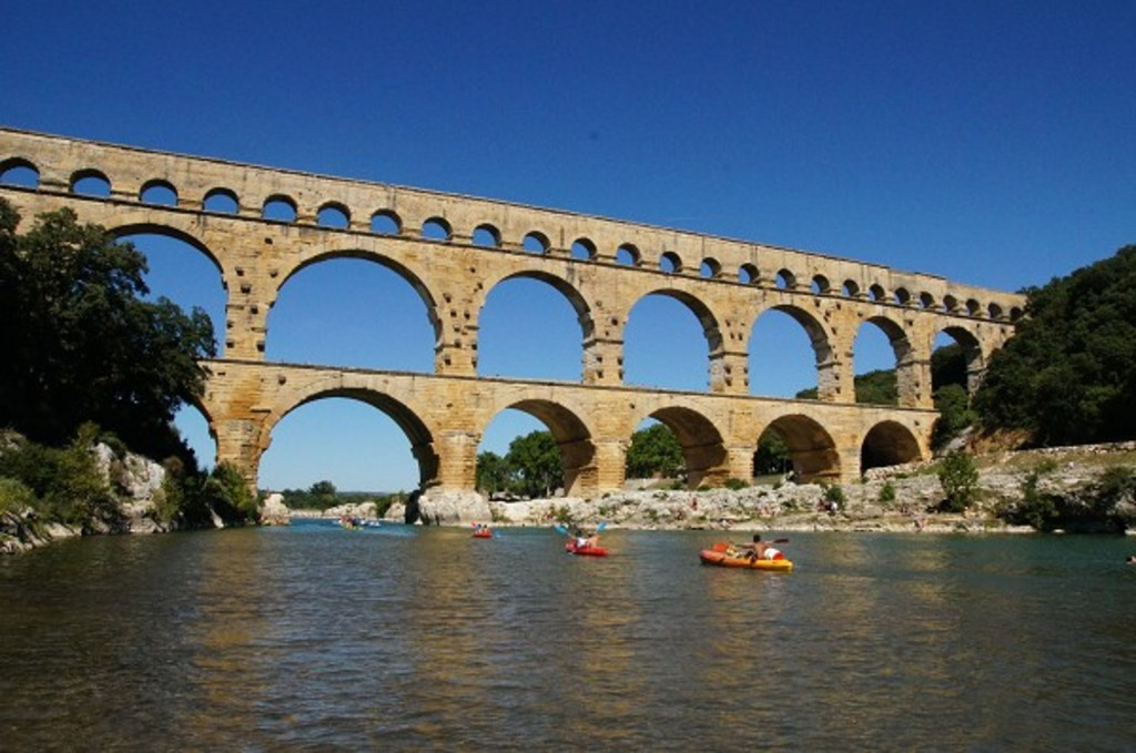 Pont du Gard, roman aqueduct, World Heritage of UNESCO, 1 h