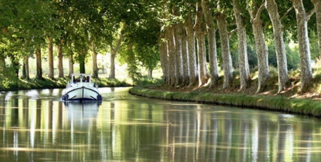 "the ""canal du midi"", waterway built in the reign of Louis XIV, 1 h"