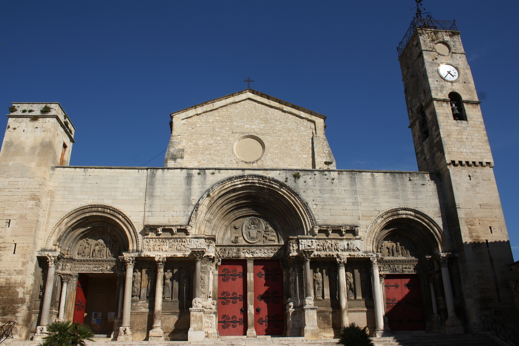 romanesque church of  Saint-gilles, 50 mn by car