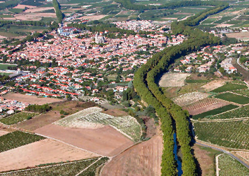"Capestang and the ""canal du midi"" from the sky, 1 h"