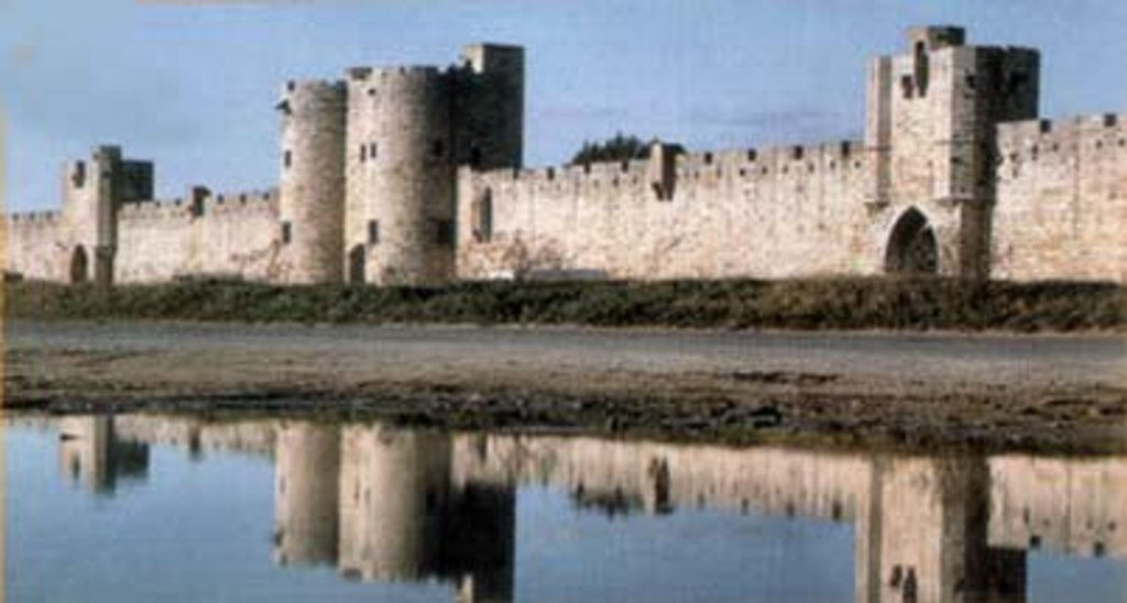 the medieval harbour for the crusade of Saint-Louis, Aigues-Mortes, 45 mn