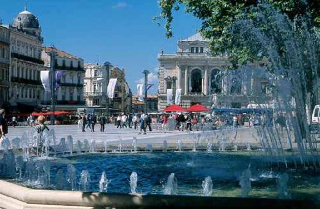 La Comédie, the master square of Montpellier, 10 mn by tram