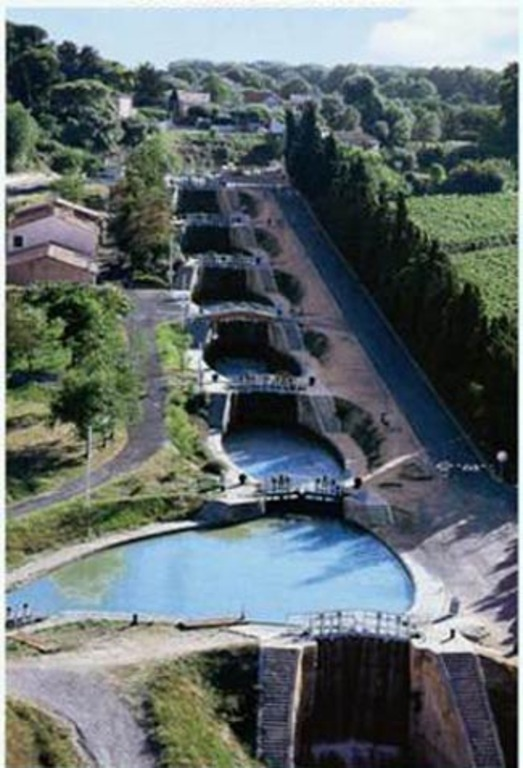 9 locks of Fontserannes, from 1697, on the Canal du midi, World Heritage of UNESCO,  1 h