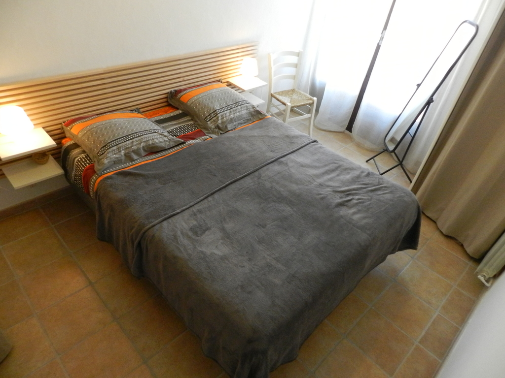 La chambre et son lit king size - The bedroom with king size bed