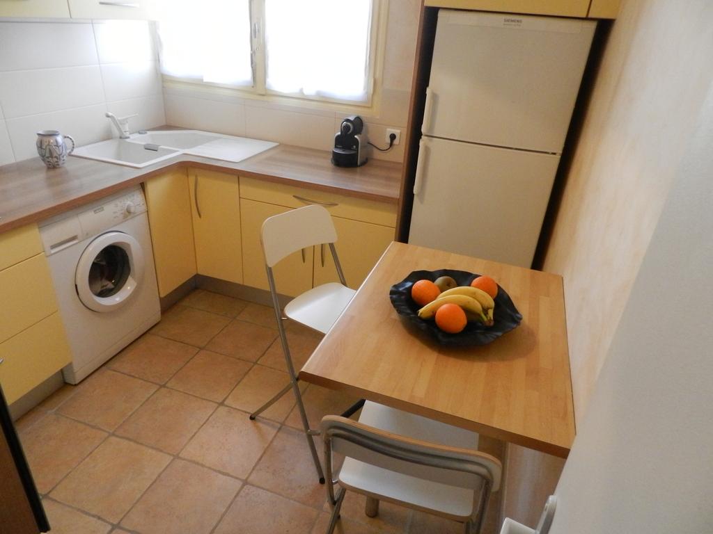 """La cuisine et son coin petit dej' - The kitchen and """"breakfast corner"""""""