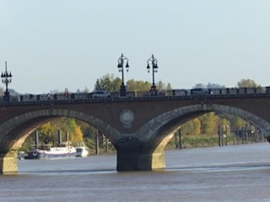 Bordeaux:le Pont de Pierre