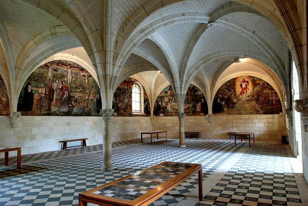 Abbaye de Fontevraud, Fontevraud abbey (60 km)