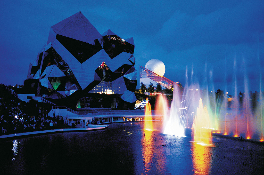 Le Futuroscope (45 min by highway)