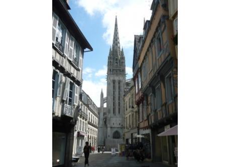 les vieux quartiers de Quimper et sa cathédrale