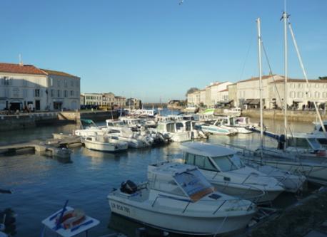 Le port de St Martin de Ré ( 20 minutes de la maison en voiture)