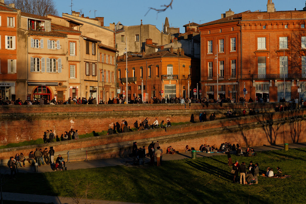 Place de la Daurade, on the shore of the river Garonne (5 min walk from home)