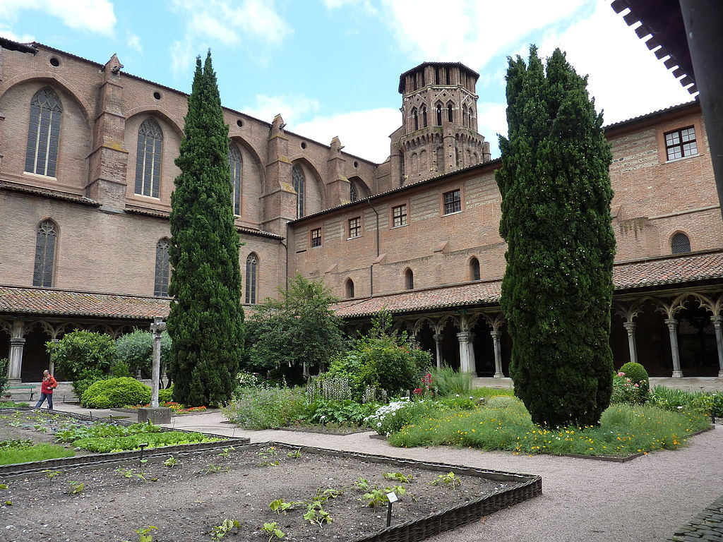 Church, closter and museum of the Augustins (art from X-XIXe centuries). 5 min walk from home