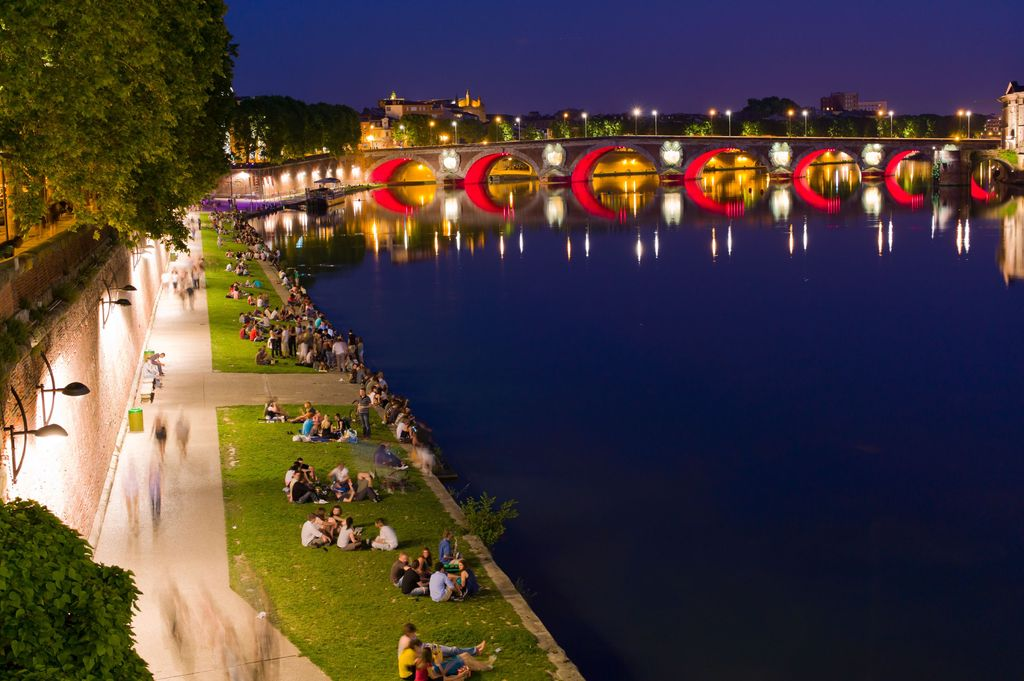 Toulouse : river's Garonne promenade at night. In the end, the Pont Neuf (we live in front).