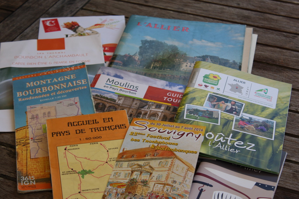 To explore the area : maps and guides.  One trail is called the 10 CASTLES TRAIL!
