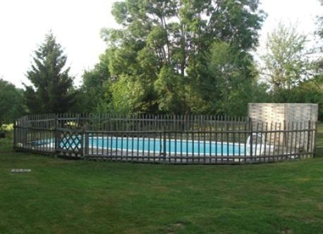De juin à septembre : La piscine 8m x 4m à Souvigny