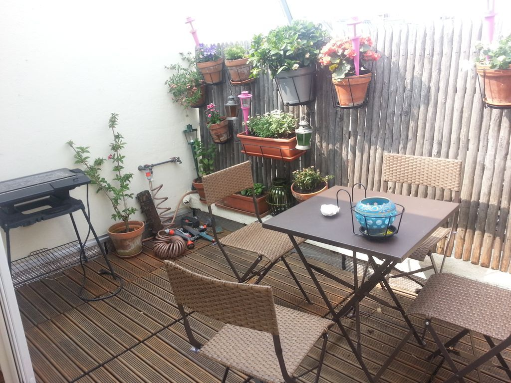 the terrace and barbecue next to the veranda