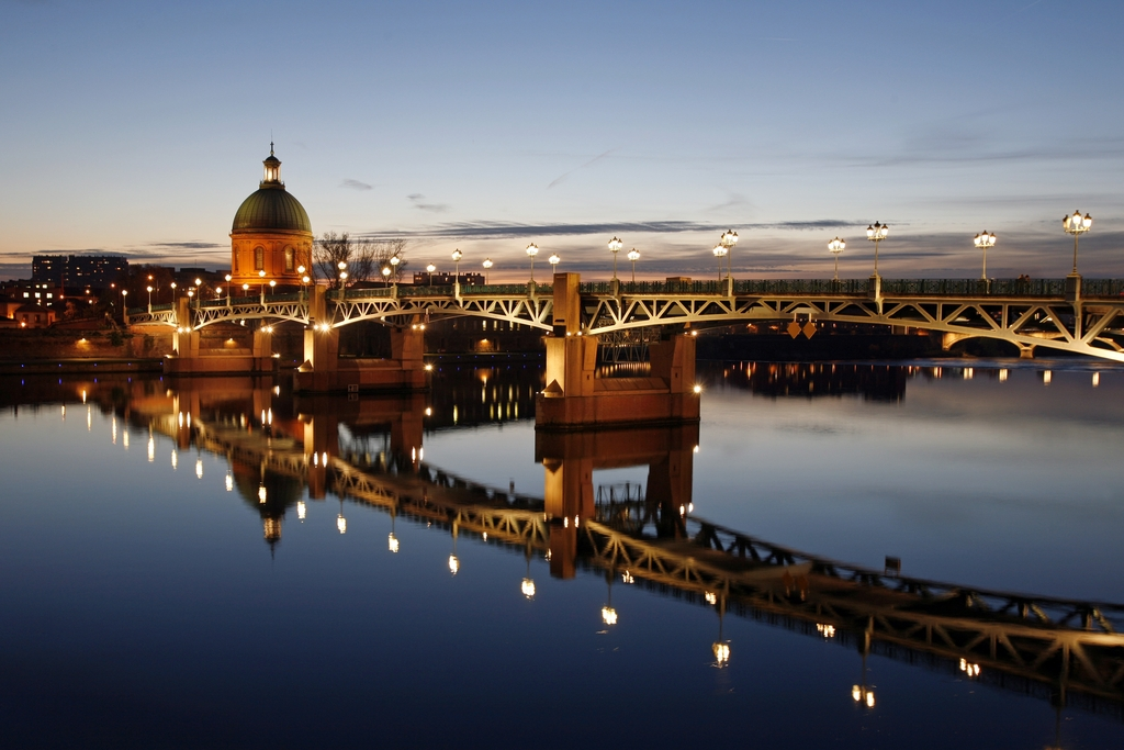 Toulouse - Pont des Arts and the Garonne river by night