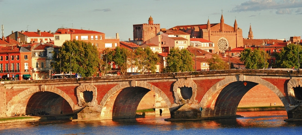 Toulouse - Pont Neuf and the Garonne river docks
