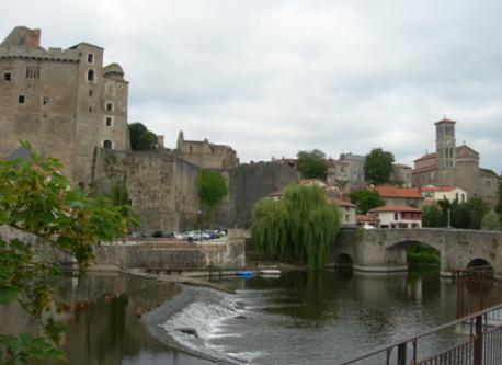 Clisson castle and the Sèvre river