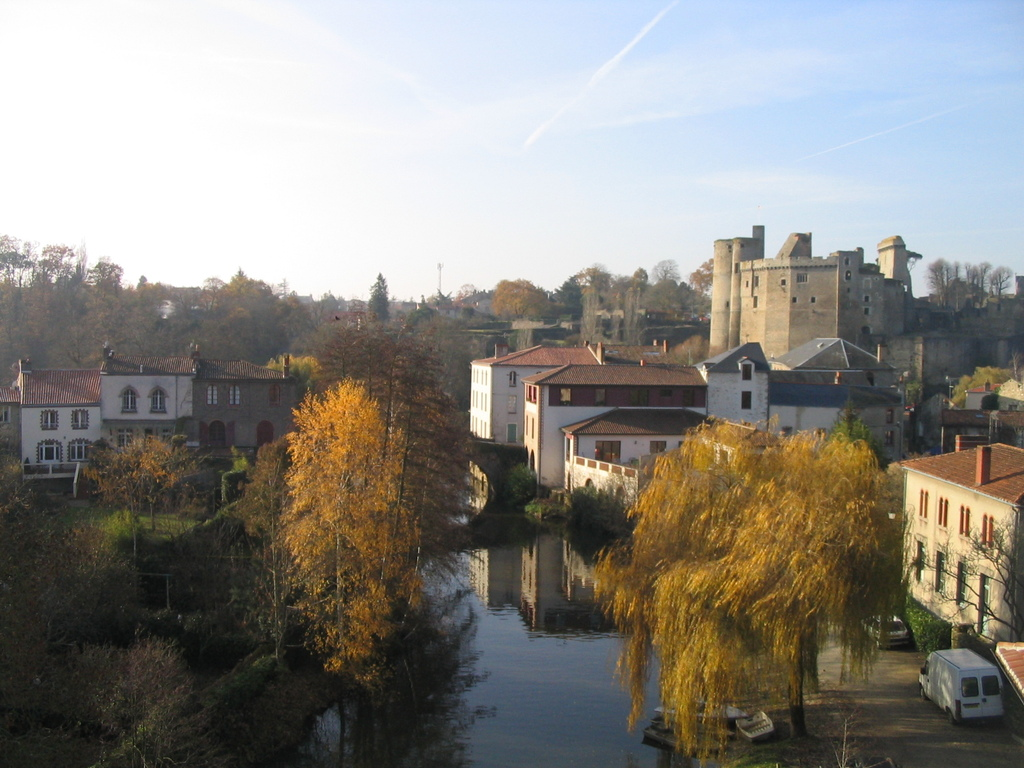 "Clisson from the great bridge up to the second river ""la Moine"""