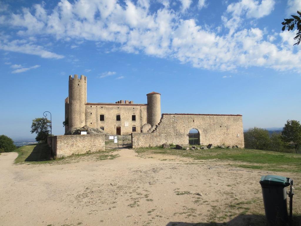 Chamble : Chateau d'Essalois (18 km)