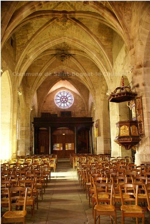 Saint Bonnet le Chateau : La Collégiale (11km)