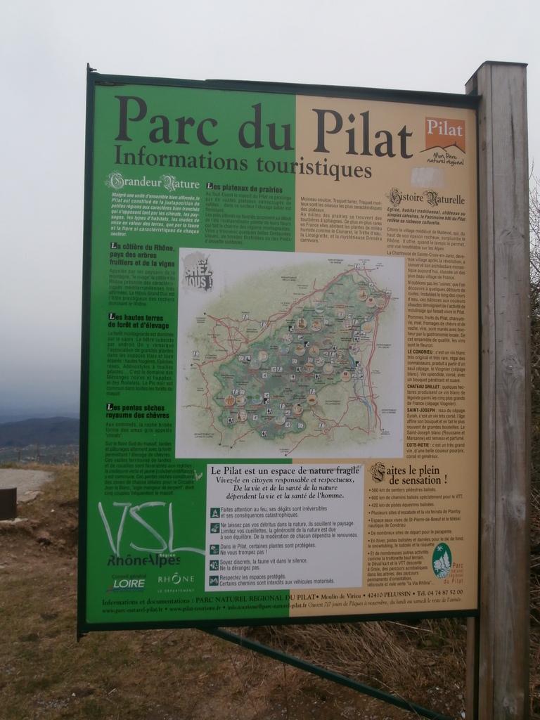 Parc du pilat 35km : via ferrata, balades, canoë, acrobranche.....
