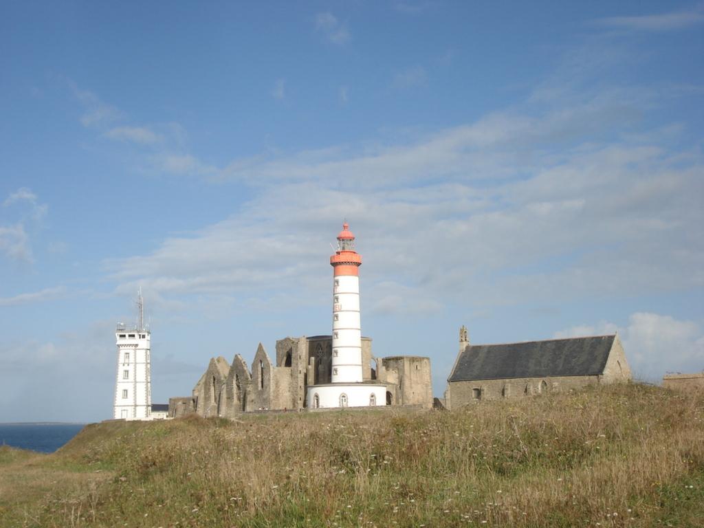 Cape Saint Mathieu ( 5 km )