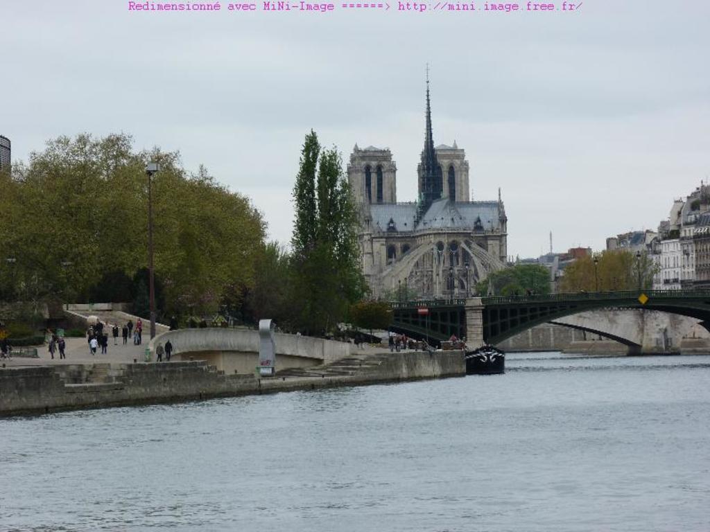 Paris (1h en train, 2h en voiture),  Giverny et les jardins Monet à 1h en voiture