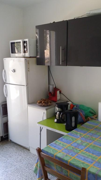 kitchen table, fridge/freezer