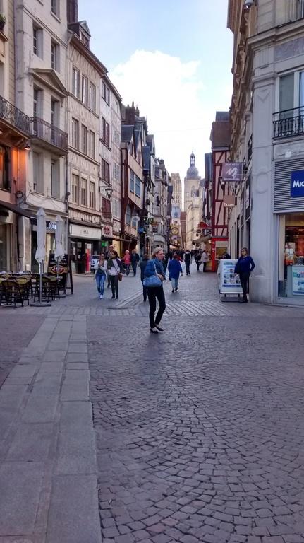 gros horloge street