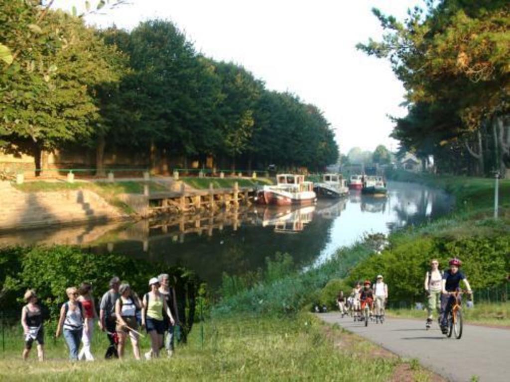 Malestroit : Canal de Nantes à Brest (vélo, kayak, marche...)