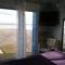 chambre droite baie vitrée vue sur mer