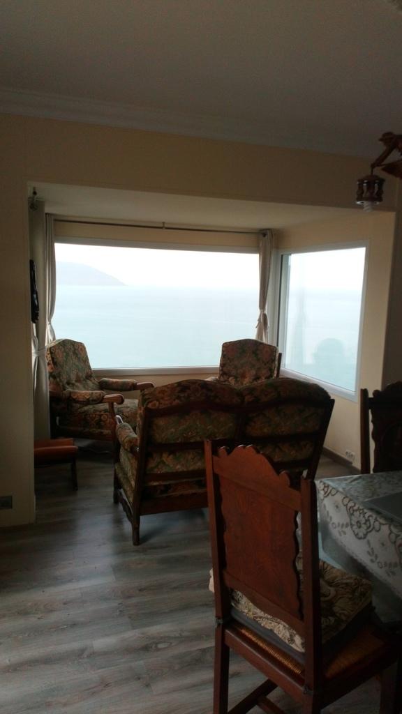 Bow window avec salon vue sur mer