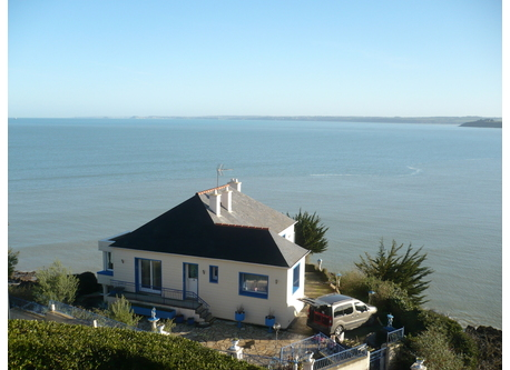 ta maison est comme un sanctuaire ou s'unissent le vent et la mer