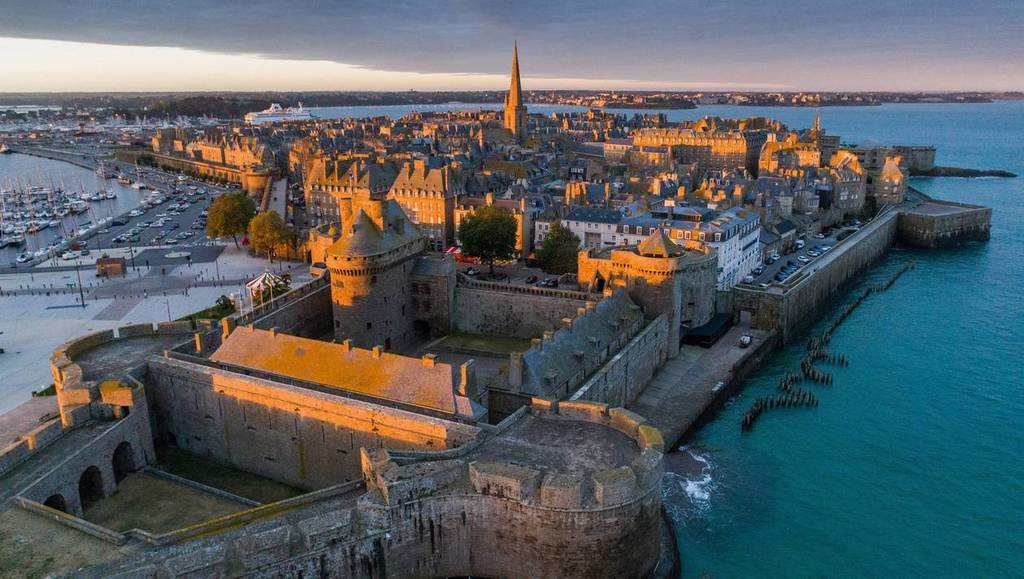 Saint-Malo, the corsair city from the sky (1h15')
