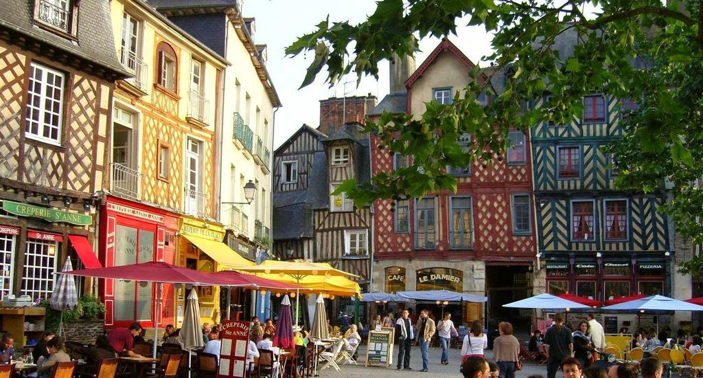Rennes city, capital of Brittany and its cafes, shops, places to be